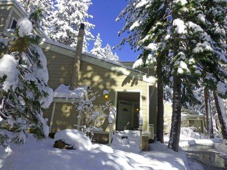 4 Bedroom Forest Pines Condo Close to Beach ~ RA720 - Image 1 - Incline Village - rentals