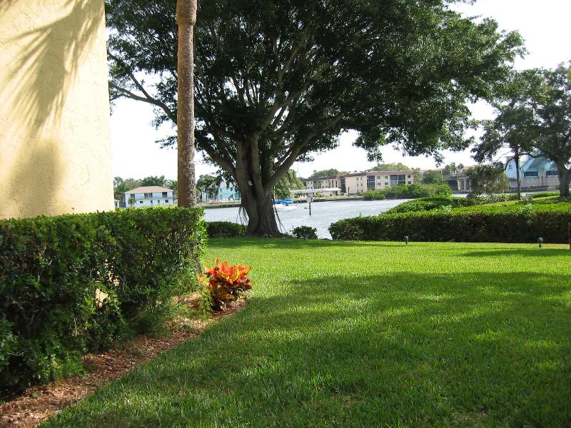 View of Waterway from Lanai - Peaceful Haven on Siesta Key with Beach Access - Siesta Key - rentals