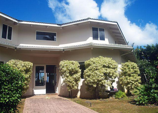 Ocean Cliffs Home: Oceanfront, close to beach, upscale neighborhood - Image 1 - Princeville - rentals