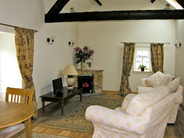 BARN COTTAGE, romantic, character holiday cottage, with a garden in Robin Hood'S Bay, Ref 3759 - Image 1 - Robin Hood's Bay - rentals