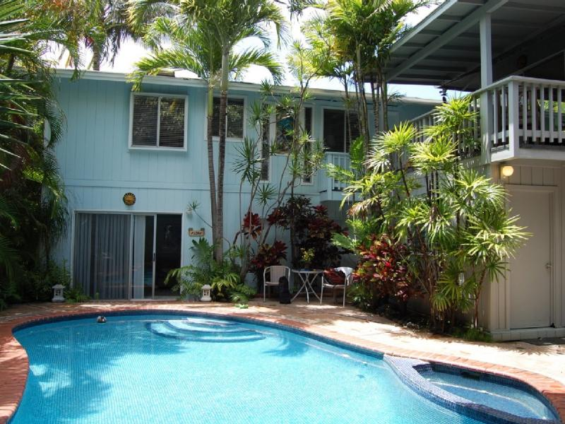Kailua Gardens Pool and Jacuzzi - Charming 2 Bdrm Beachside Villa with Swimming Pool - Kailua - rentals