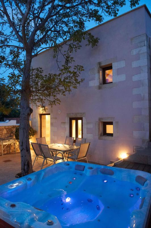 VILLA ALADANOS - private heated jacuzzi in the courtyard - OLGA'S FILOXENIA VILLAS - Villa Aladanos - Chania - rentals