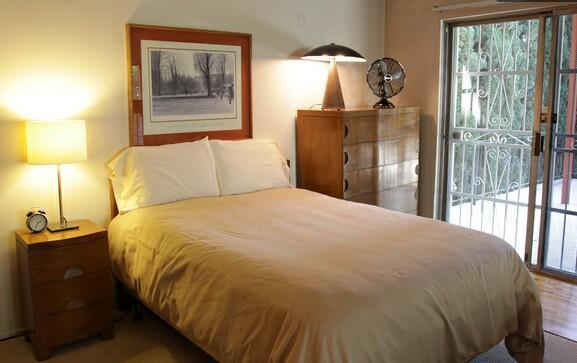 Double bed with linens - Large studio in Silver Lake with fireplace & deck - Los Angeles - rentals