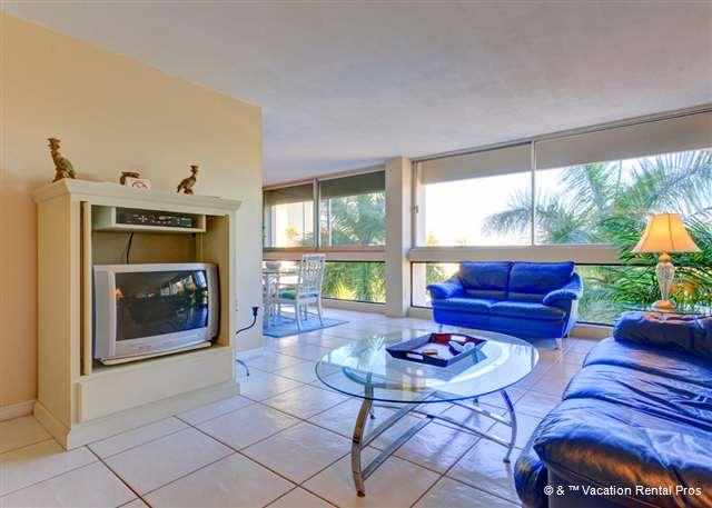 "Our modern style condo has great views and bright colors! - Palm Bay Club G46 new 40"" HDTV, Heated Pool, Wifi - Siesta Key - rentals"