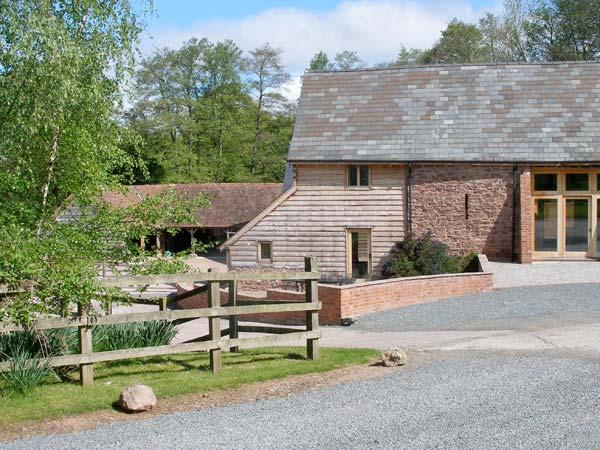 FARM HOUSE BARN, family friendly, character holiday cottage, with a garden in Abbey Dore, Ref 3782 - Image 1 - Hereford - rentals