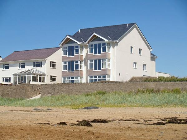CRAIG Y DON, family friendly, luxury holiday cottage, with a garden in Rhosneigr, Ref 3775 - Image 1 - Rhosneigr - rentals