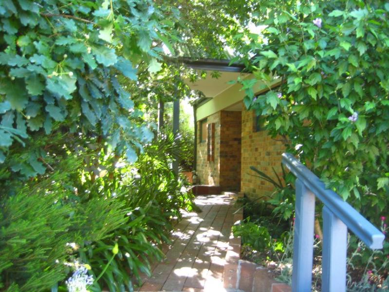 Kaori 2 bedroom villa unit - Bungunyah Historic Property: Kaori Villa - Melbourne - rentals