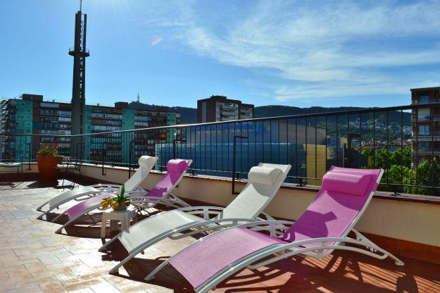 Sunny terrace with loungers - Ferran Batik, amazing 3 BR penthouse in Pedralbes - Barcelona - rentals