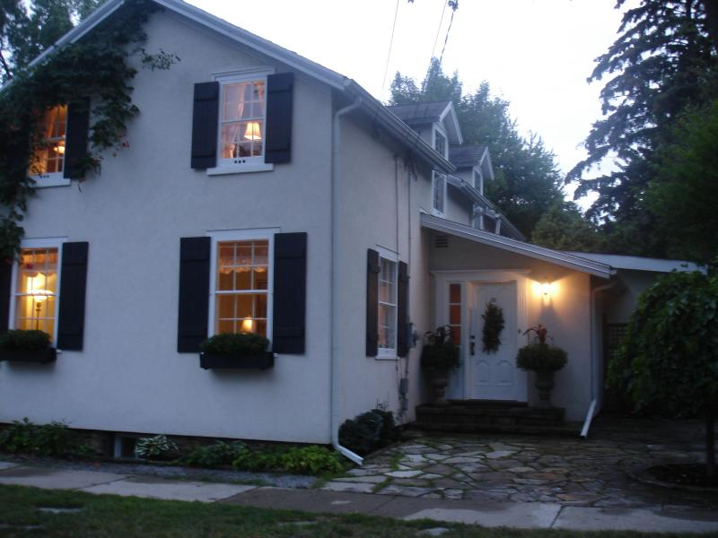 Avalon, circa 1820.Fully restored - Avalon, English Country home with heated pool - Niagara-on-the-Lake - rentals