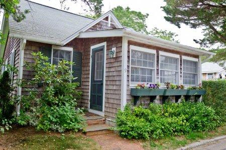 QUINTESSENTIAL EDGARTOWN VILLAGE COTTAGE - EDG JSTE-09 - Image 1 - Edgartown - rentals
