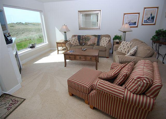 Unit 812 Living Room - Oceanfront, Pet Friendly Condo on the Beach in Westport! - Westport - rentals
