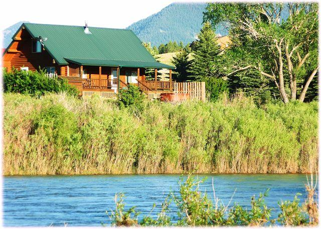 Right on the river. - Yellowstone Lookout Cabin - Pray - rentals