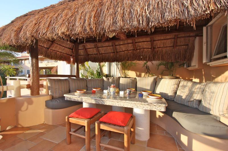 Amazing al fresco dining for every meal - Elevator to 3rd floor! Villa del Mar B 304- Casa Familia - Puerto Aventuras - rentals