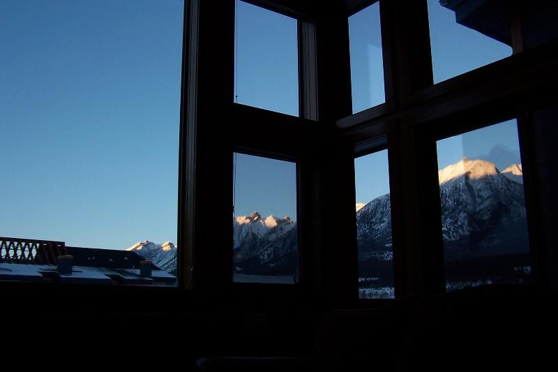 Stunning views from walls of glass in the living room! - Penthouse: WALLS OF GLASS, sleeps 6-7, free wifi, artistic decor!! - Canmore - rentals