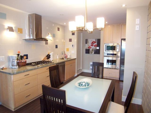 Kitchen - Nature on Norwood - An Urban Guest Retreat - North Vancouver - rentals