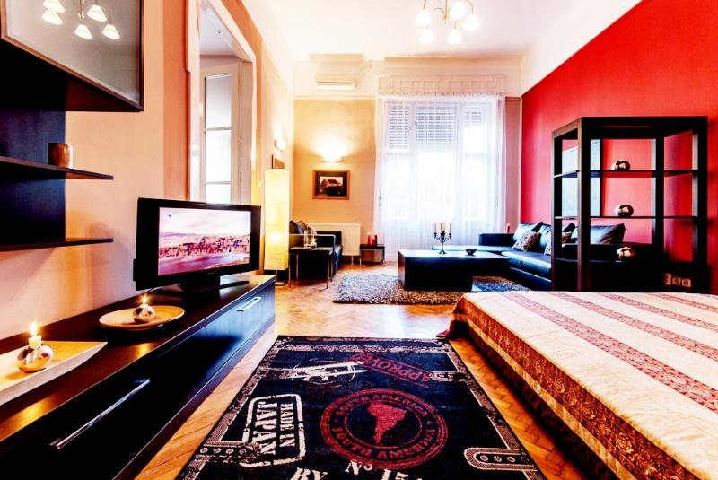 3 Bedrooms Apartment Downtown Square A/C, Wifi, 186 sqm - Image 1 - Budapest - rentals