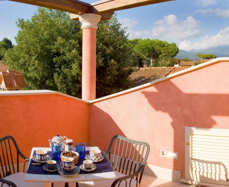 Villa Rental in Tuscany, Forte dei Marmi - Casa Rosina - Image 1 - Forte Dei Marmi - rentals