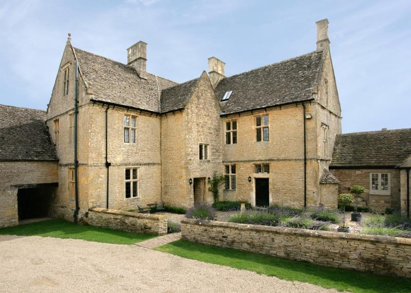 Charming House in the English Countryside Near a Village - Gretel's Cottage - Image 1 - Stow-on-the-Wold - rentals