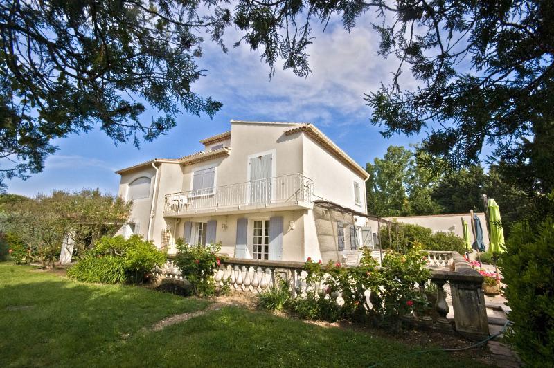 Villa Rental in Provence, Cheval-Blanc - Villa Cheval Blanc - Image 1 - Cavaillon - rentals