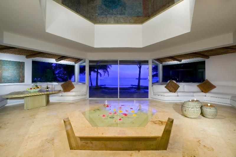 Spectacular Beachfront Luxury villa Zacil Na - Image 1 - Puerto Aventuras - rentals
