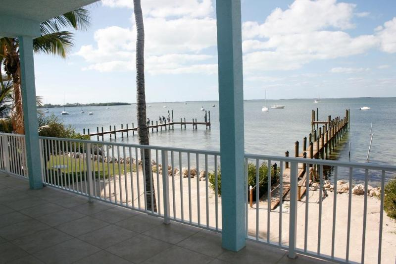 Bayside Retreat. Pool, Boat and Beach - Image 1 - Key Largo - rentals