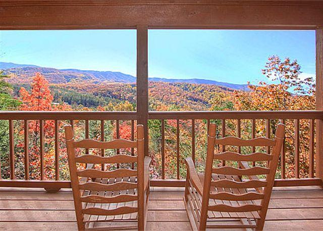 Cozy 2 Bedroom with Beautiful Mountain Views, full of amenities - Image 1 - Gatlinburg - rentals