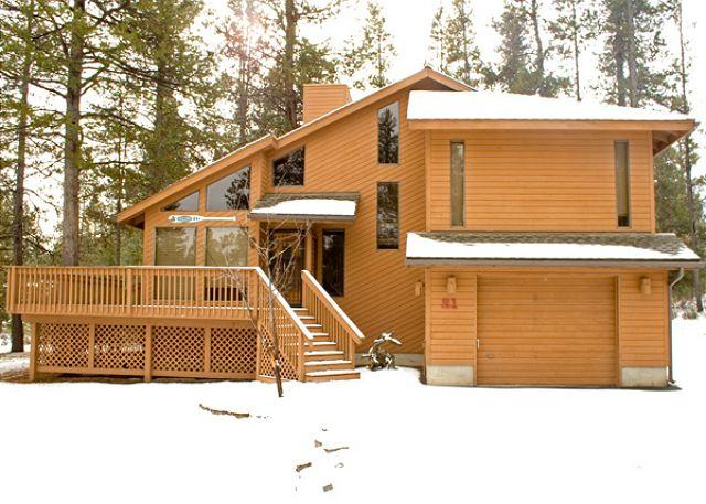 Front View of 21 Poplar - Inviting Sunriver Home Pet-Friendly with 2 Master Suites Near North Entrance - Sunriver - rentals