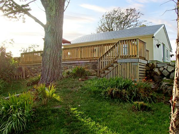 2 CLANCY COTTAGES, family friendly, with a garden in Kilkieran, County Galway, Ref 3707 - Image 1 - Kilkieran - rentals