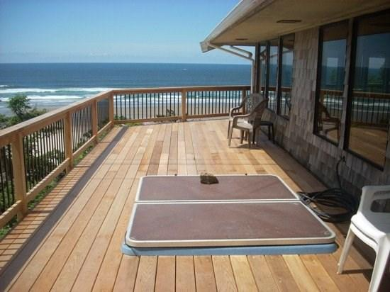 Paradise View is a step back in time enjoy the view Pet Friendly and a Hot Tub 3 bedroom 4 bath sleeps 12 - 35620 - Image 1 - Cannon Beach - rentals