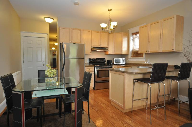 Oasis Suite Dining and Kitchen area - Fantastic Location - Price!  Park free!  Internet - Toronto - rentals