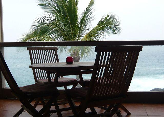 Ocean Front, 3 bath, 2 bed with loft ,surf & Racquet1305 sleeps 6 - Image 1 - Kailua-Kona - rentals