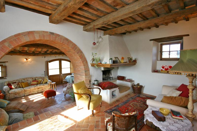 Inviting Tuscan Farmhouse with Incredible Views and Privacy - Casale Pienza - Image 1 - Pienza - rentals