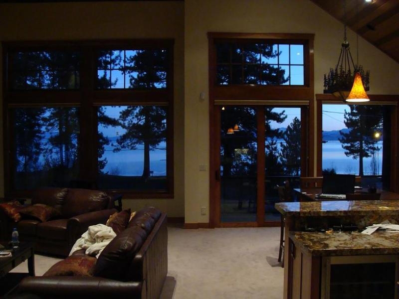 Wall To Wall Lake Tahoe VIEW - Lake VIEW STEPS 2 Lakefront & Beachfront Skiing Ski Beach WiFi Luxury Casinos - South Lake Tahoe - rentals