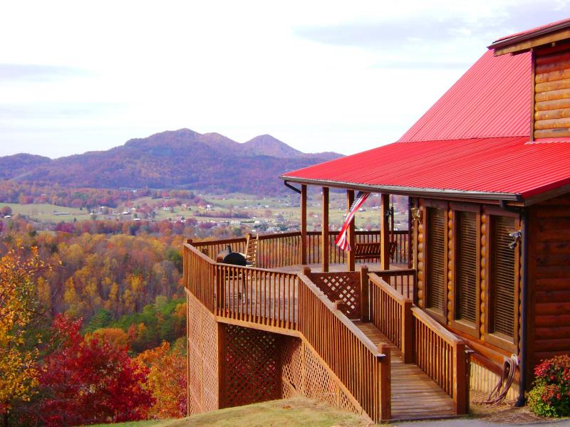 Fall Colors - BEST Panoramic Views of Wears Valley, Angels Rest - Pigeon Forge - rentals