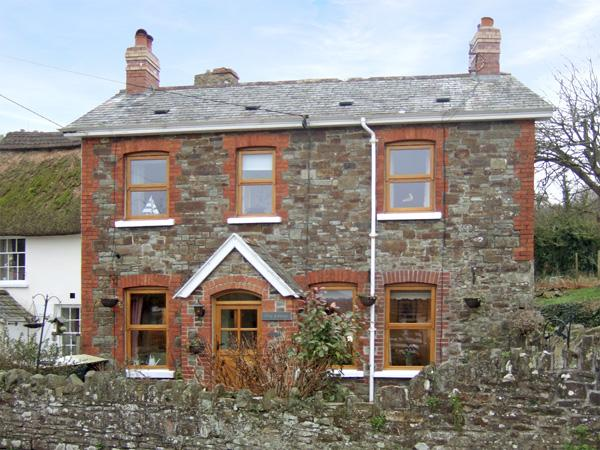 ELM COTTAGE, family friendly, with open fire in Westleigh, Ref 3792 - Image 1 - Bideford - rentals