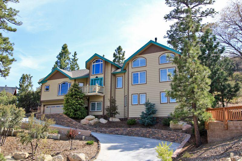 This immaculate custom designed home is located in one of the best neighborhoods. - Eagle Flight Retreat - Luxury! Pool Table! Spa! - City of Big Bear Lake - rentals