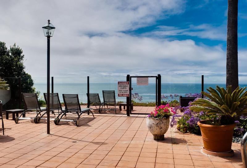 view from pool deck - Encinitas - Oceanfront complex- 3 BD - 3 BA - Moon - Encinitas - rentals