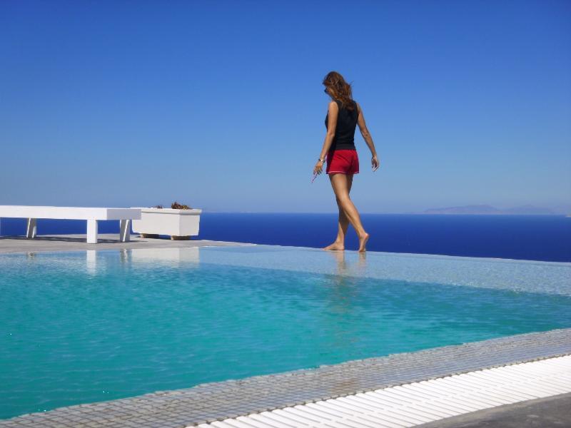 POOL INFINITY EDGE - Spacious villa - superb views of the Aegean Sea - Imerovigli - rentals