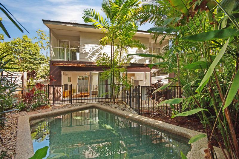 View across private pool - The Retreat Villa - Port Douglas - rentals