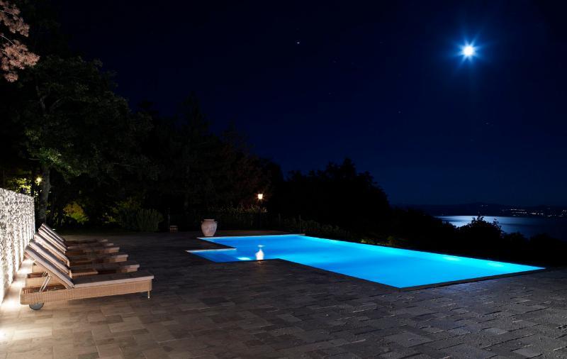 Villa Luna - Luxury Villa over Lago Trasimeno - Image 1 - Tuoro sul Trasimeno - rentals