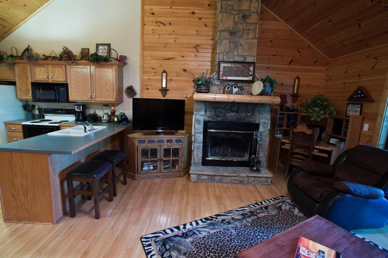 Fireplace & Entertainment Center - Charming Log Cabin- Honeymooners Haven - Branson - rentals