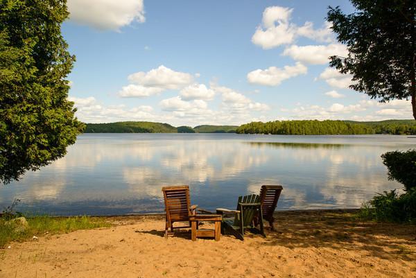 private shallow beach(350 ft) - Beautiful 4-Season Lakefront Chalet Mont Tremblant - La Conception - rentals