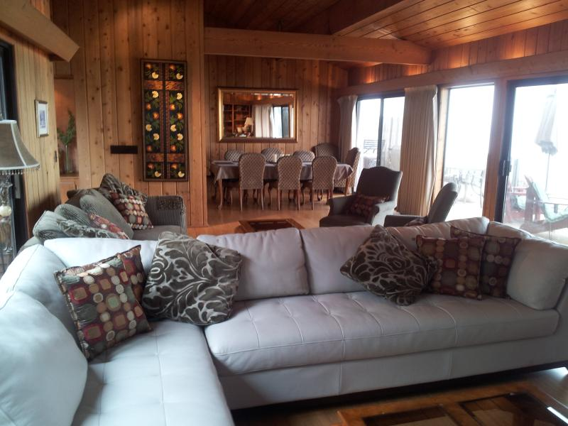 From living room to dining room, grey leather sofa, 2nd seating behind - Ocean, Golf & Surf, Great Beach Encinitas 866 - Encinitas - rentals