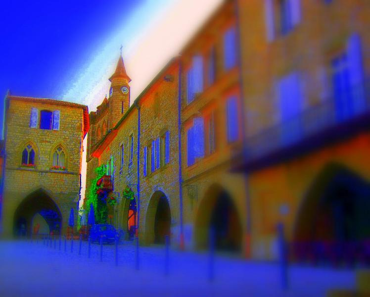 Monflanquin's medieval square - 15th C Home with nearby pool in Monflanquin - Monflanquin - rentals