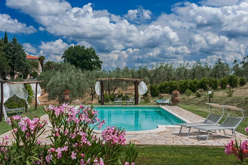 Every apartment has a gazebo in front of the pool - Apartments in Villa Near Pisa. Breathtaking views. - Pisa - rentals