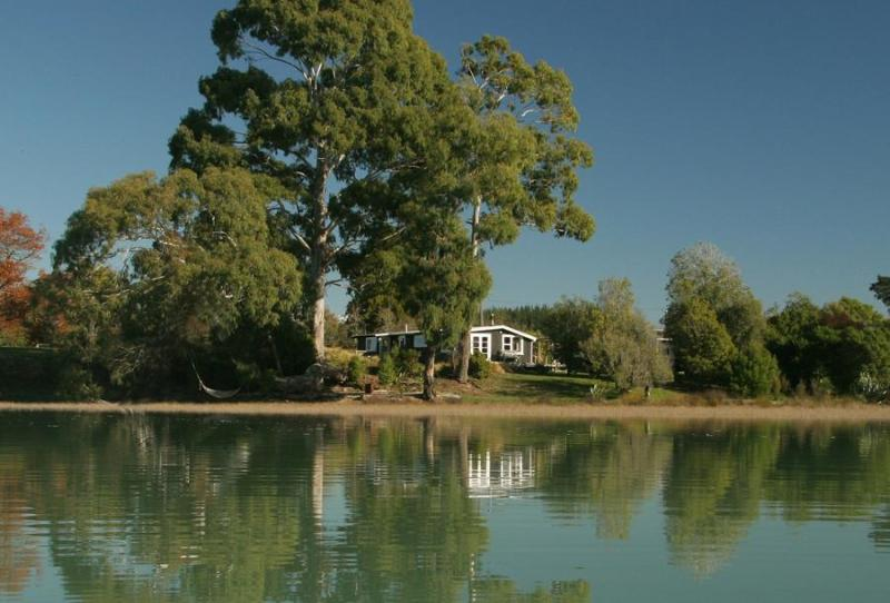 Karaka cottage from the Waimea Inlet - Karaka Cottage at Matahua Cottages, Mapua-Nelson - Bronte - rentals