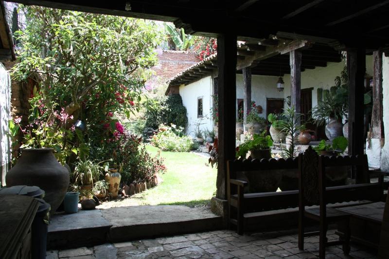 entrance - CASA ROSADA, old colonial house /centro historico - San Cristobal de las Casas - rentals