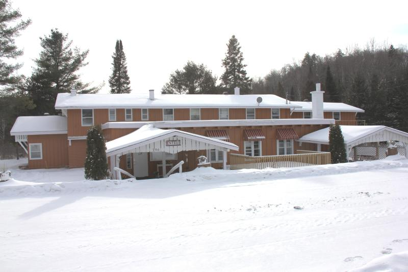Chalet Morin Heights (Winter) - Morin Heights Villa, 16 Bedrooms, Sleep 50 persons - Morin Heights - rentals