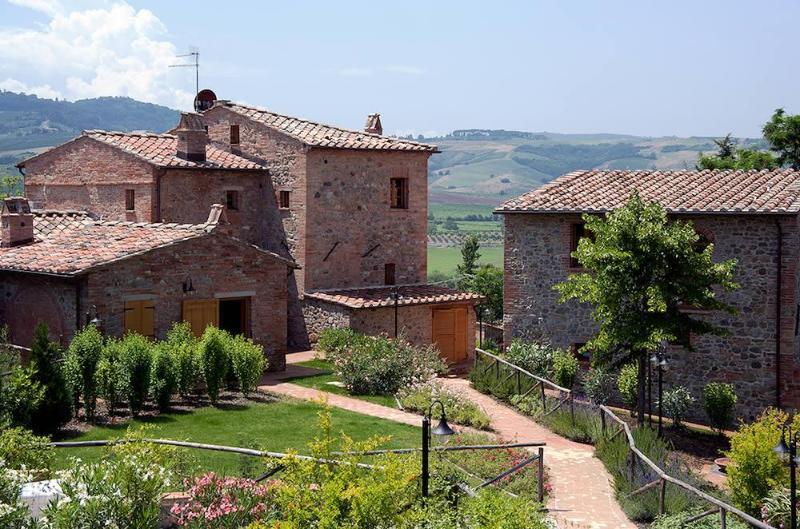 Amazing Hillside 2 Bedroom Apartment at Montepulciano - Image 1 - Montepulciano - rentals