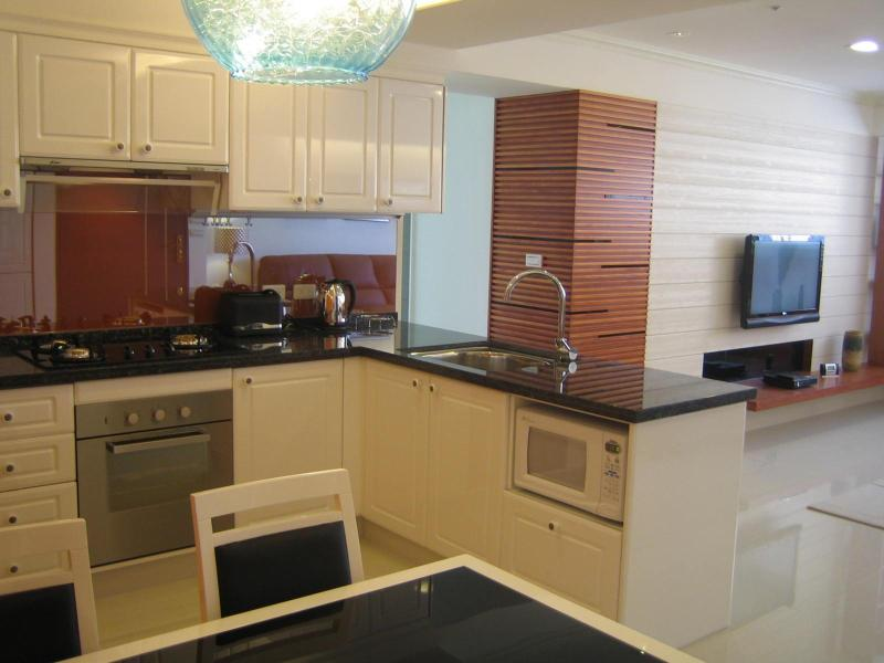 Kitchen/ Dining - Luxury Taipei Tienmu Holiday Apartment - Taipei - rentals
